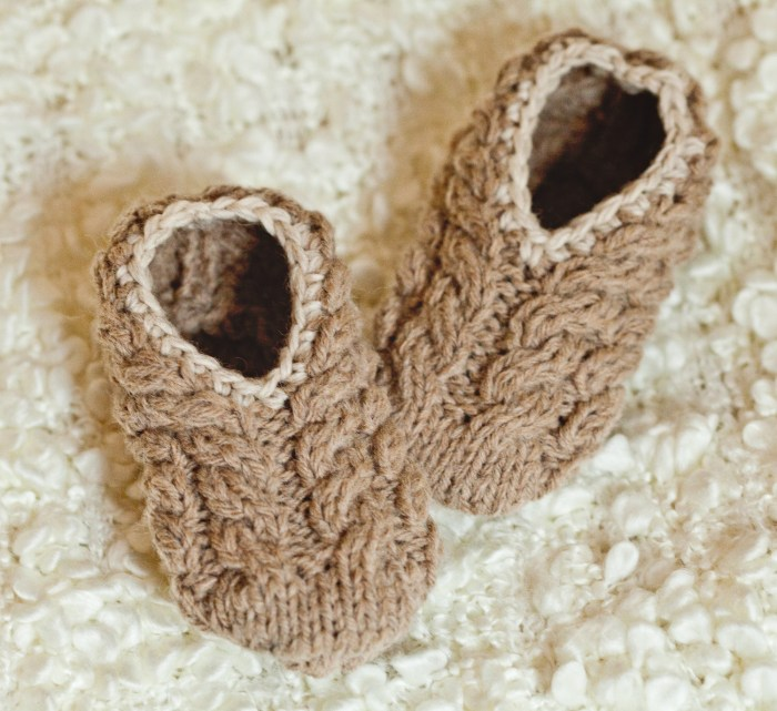 Mon Petit Violon Knits - Baby Cable Slippers