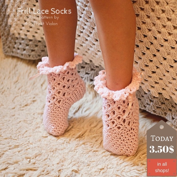 Lace Frill Socks, crochet pattern by Mon Petit Violon, https://www.etsy.com/listing/450956756