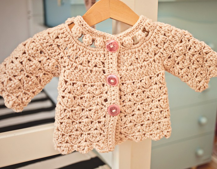 Fun Shell and Cluster Cardigan - crochet pattern by Mon Petit Violon. https://www.etsy.com/listing/455904896