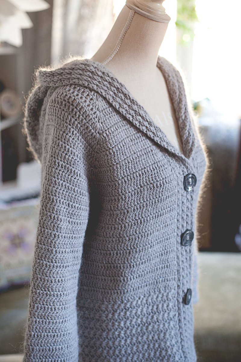 Mama Bear Hooded Cardigan - crochet pattern by Mon Petit Violon, www.monpetitviolon.com