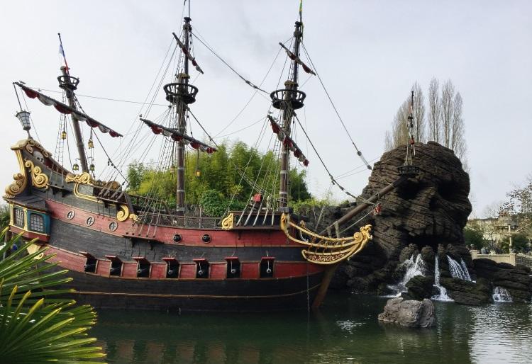 bateau-pirates-des-caraibes-disney