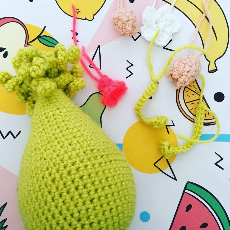 fleurs et poire au crochet
