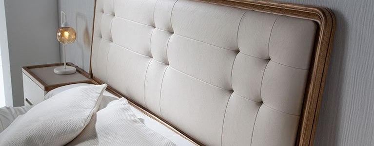 Cama-para-dormitorios-Valentina-cabezal-tapizado-con-roble