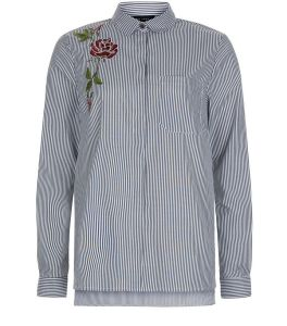 chemise-rayee-gris-clair-avec-broderie-fleurie