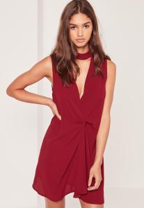 robe-rouge-ras-du-cou-devant-torsad