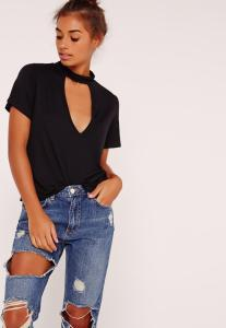 t-shirt-noir-dcollet-dcoup