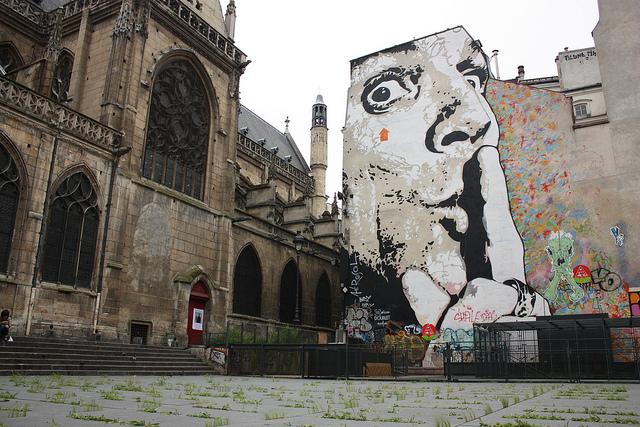 Graffiti-murals-in-Paris-2