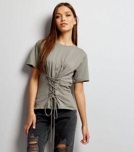 t-shirt-gris-foncé-à-lacets-style-corset-