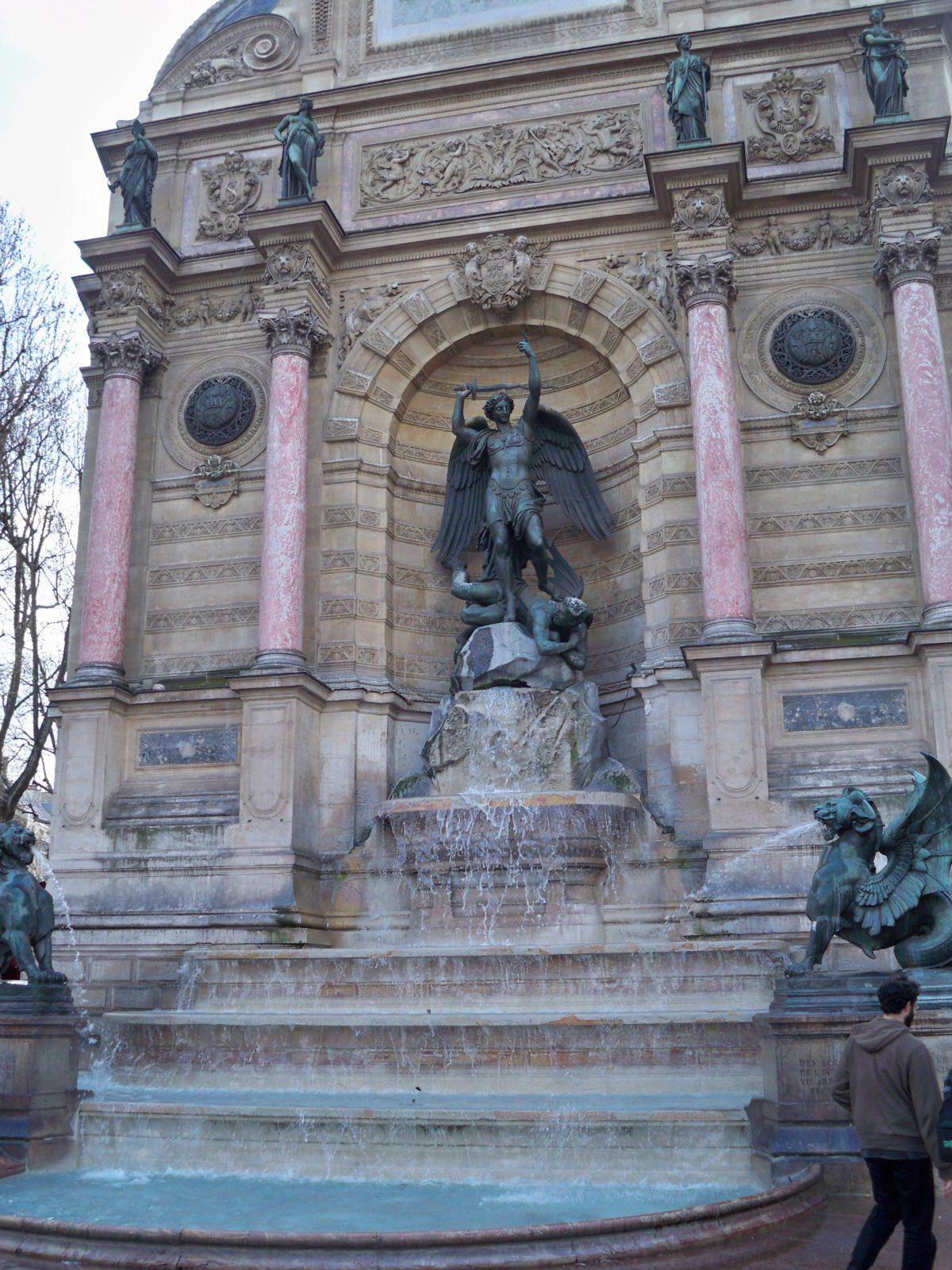fontaine-velle-insolite-paris-monsieur-madame-saint-michel