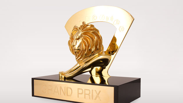 Trophée du Grand Prix du festival international du film ; Source: FromParis