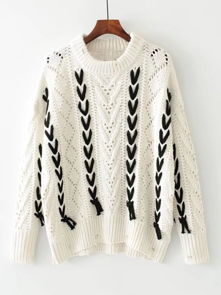 Pull blanc lacets