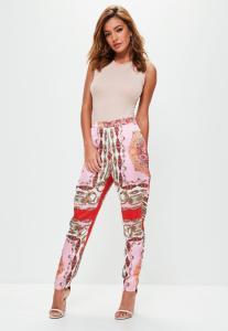 pantalon-rose-en-satin-imprim-foulard