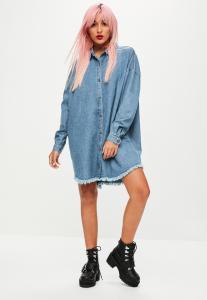 robe-chemise-bleue-oversize-en-denim