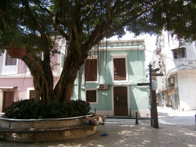 Largo do Lilau, like a scene from Old San Juan