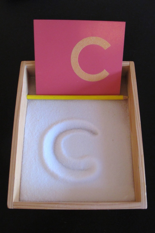 trazar letras en arena - lectoescritura montessori.jpg