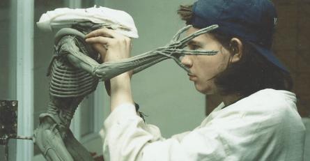 Chris Cunningham sculpts the Alien rod puppet maquette.