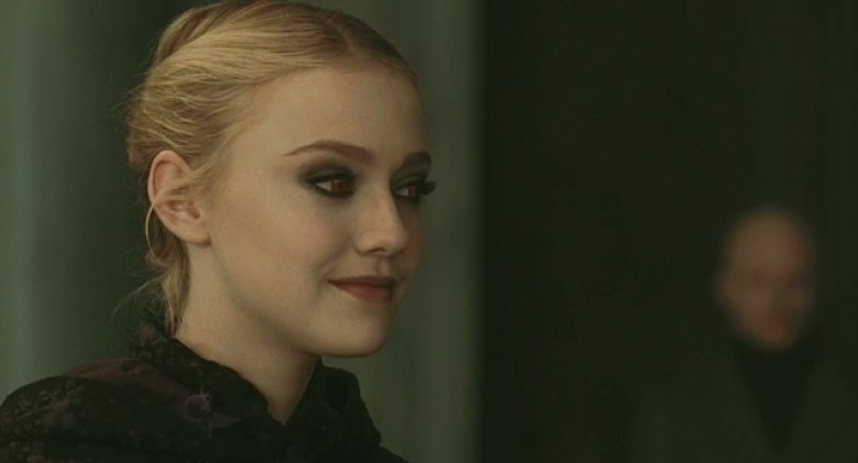 Dakota Fanning in Twilight New Moon