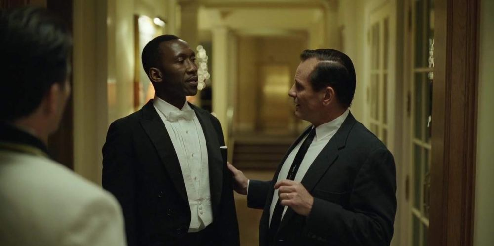 I due protagonisti di Green Book in smoking