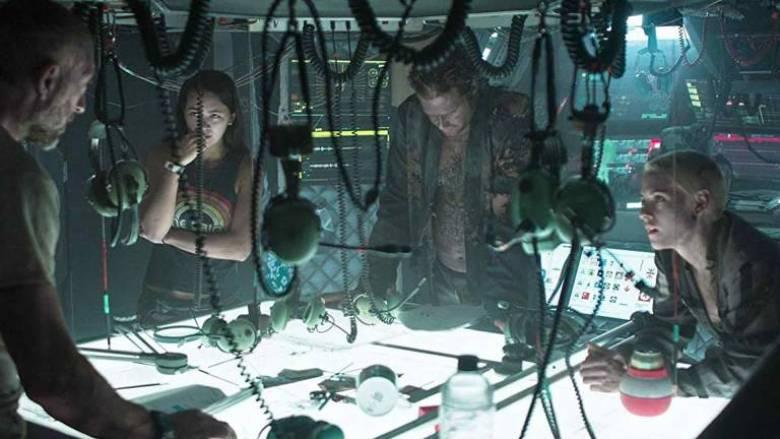 Underwater film 2020 scena tavolo