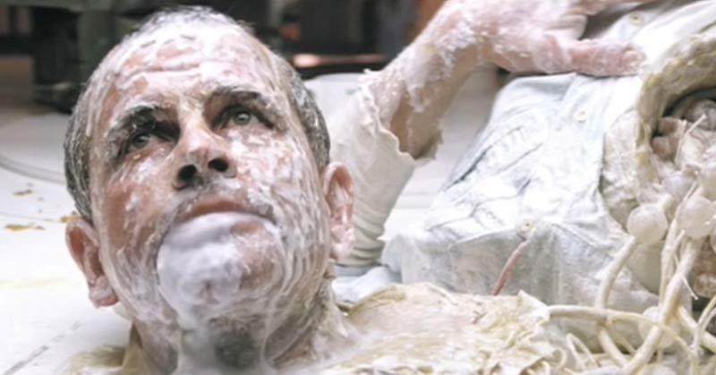 Ian Holm scena senza testa in Alien