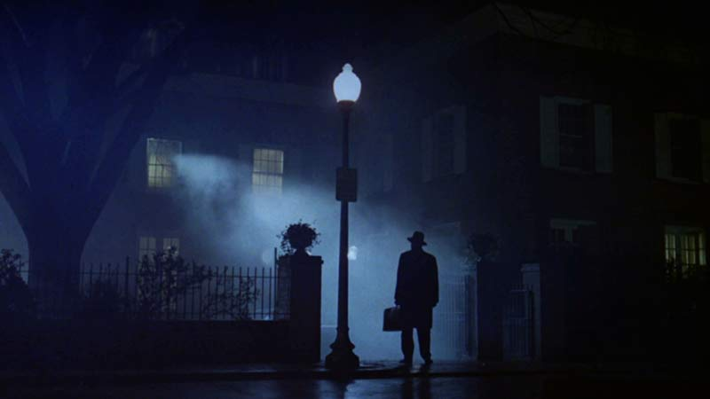 esorcista scena strada notte