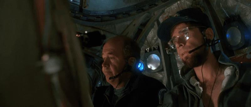 DeepStar Six personaggi scena caverna