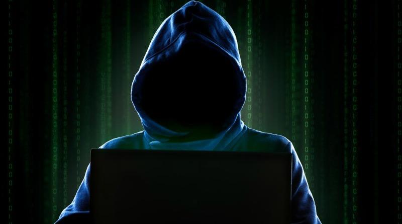 Hacker con cappuccio computer
