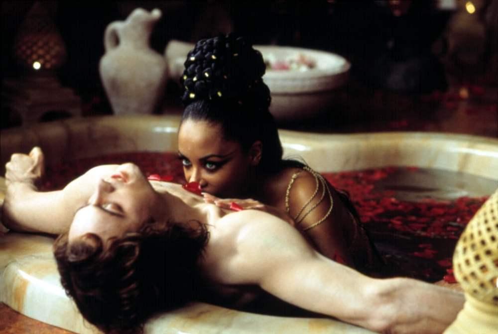 Regina dei dannati scena amore Lestat