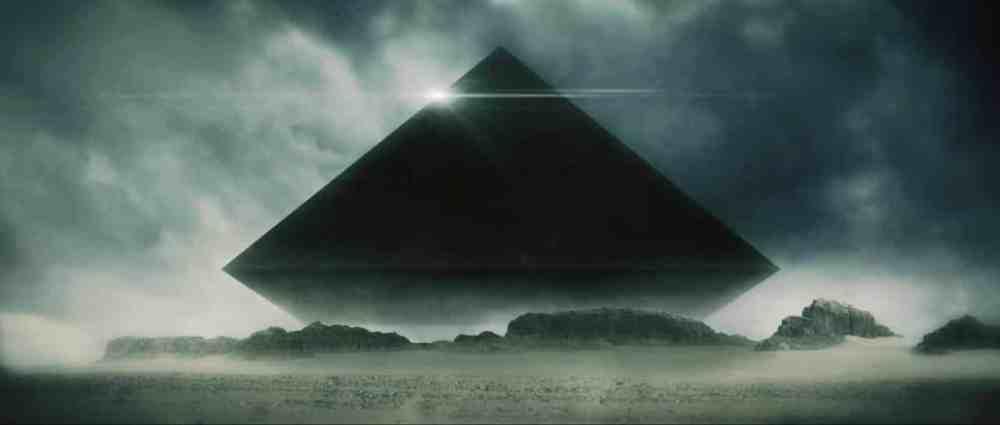The Void scena piramide