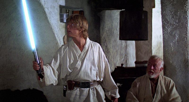 Luke Skywalker spada laser di Anakin