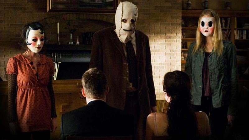 The Strangers killer con maschere