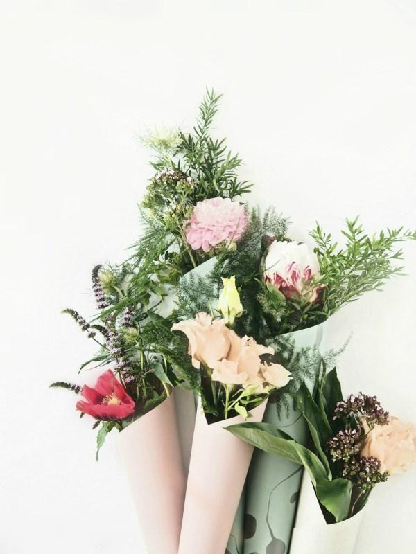 Diy flower cones elegant and easy wedding favors diy flower cones mightylinksfo