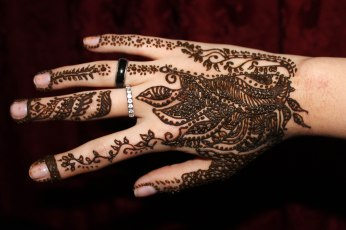 Henna recién aplicada