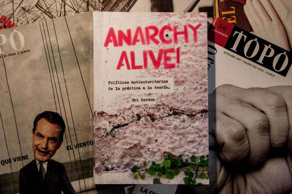 """livro """"anarquia viva!"""" Uri Gordon"""