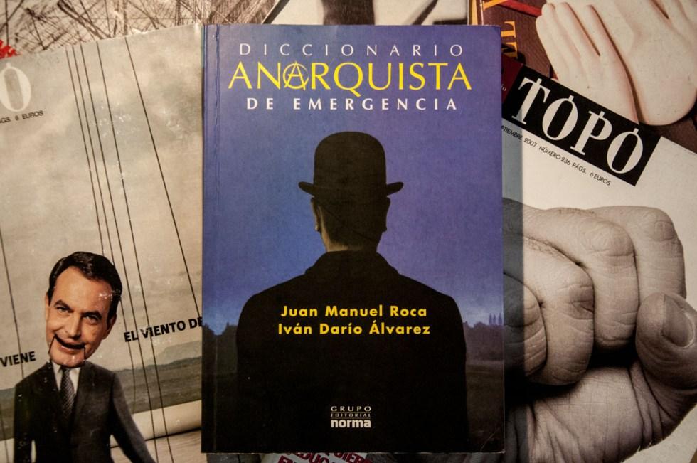livros Diccionario anarquista de emergencia - Iván Darío Álvarez e Juan Manuel Roca