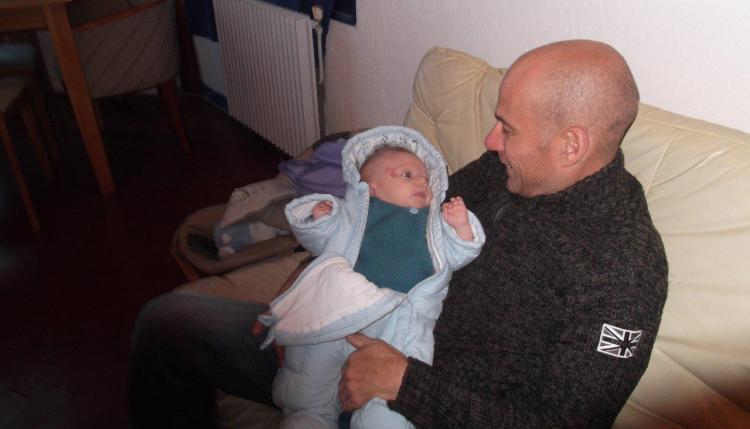 Le retour à la maison, Raphaël : 2 petits mois.