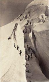 Passage de crevasse sur la route du Mont-Blanc.