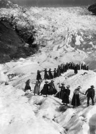 Cordée féminine sur le glacier des Bossons