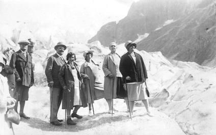 Touristes posant sur la Mer de Glace