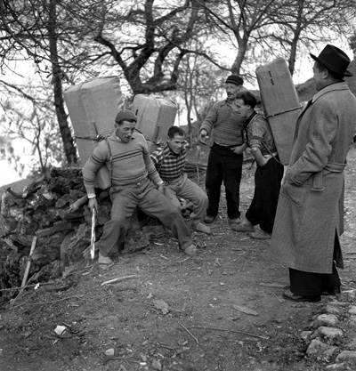 Mountain Culture: Italy's Alpine Smugglers Schmuggler im Tessin 1950#Contrabandists in Ticino 1950