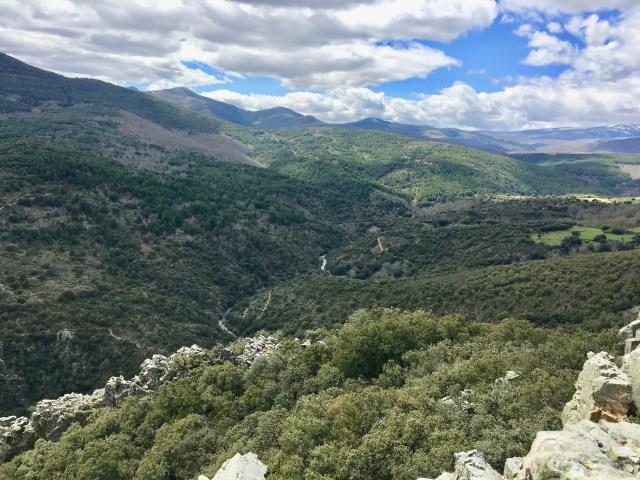 Vista del cañón hacia Colmenar de la Sierra.
