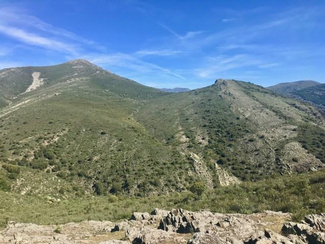 Cabeza de Cabida (izquierda) y El Cerrajo (derecha) vistos desde Ren del Peral.