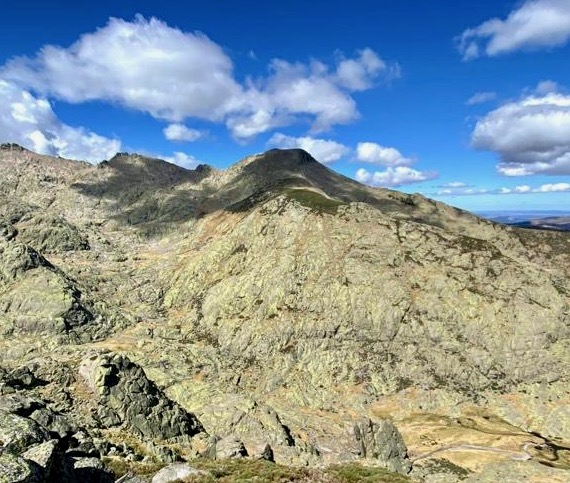 Cabeza Nevada o Mogote del Cervunal (2433 m).