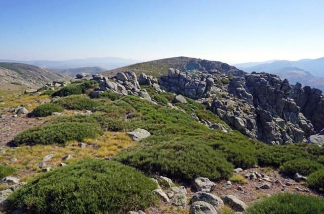 Al fondo, el Cerro de la Cagarruta.