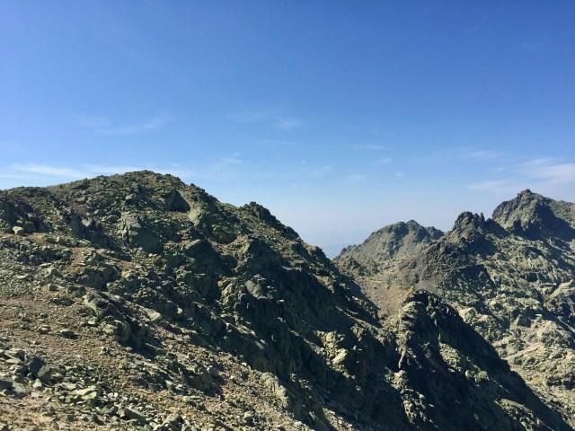 Arriba a la izquierda, la cima del Morezón.