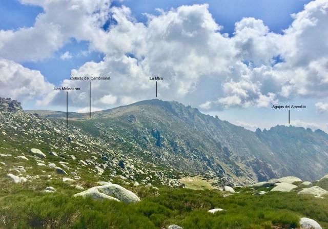 A la izquierda, Las Molederas, vistas desde la cima 2204 m del Risco Pelucas.