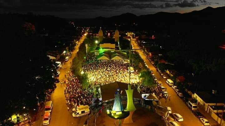 Missa do Divino Pai Eterno, com Padre Robson, reúne milhares de devotos em Vazante.