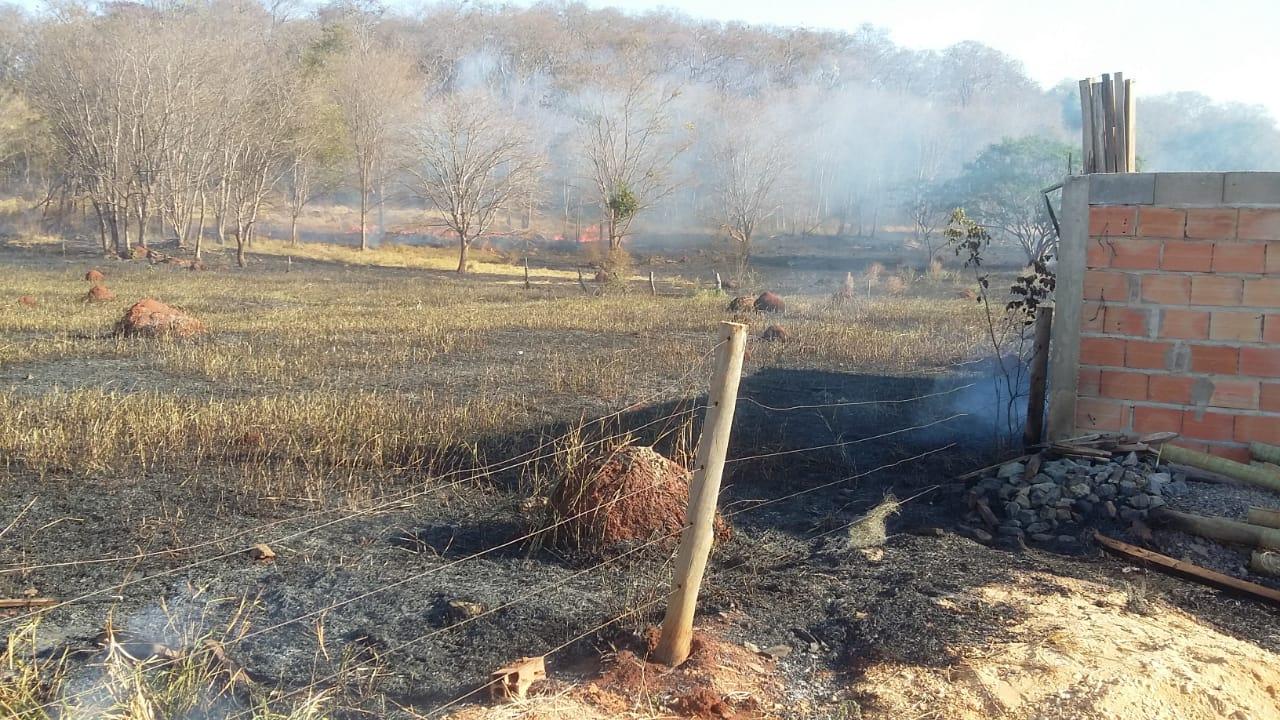 Incêndio próximo ao Bairro Sebastiana Alves assusta moradores
