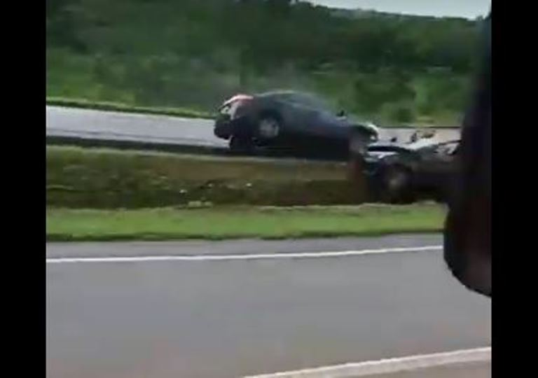 Três pessoas são atropeladas enquanto pediam ajuda após acidente na BR-060 em GO – VÍDEO
