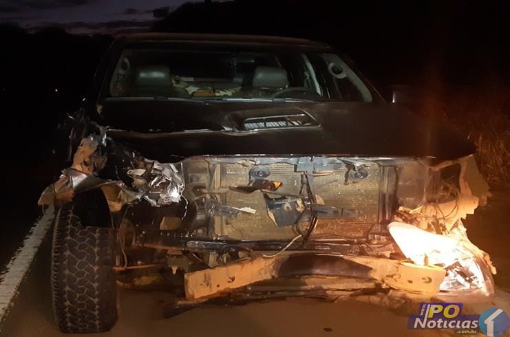 Motorista de Hilux embriagado não acende os faróis na BR 365 e causa acidente com carro e caminhão